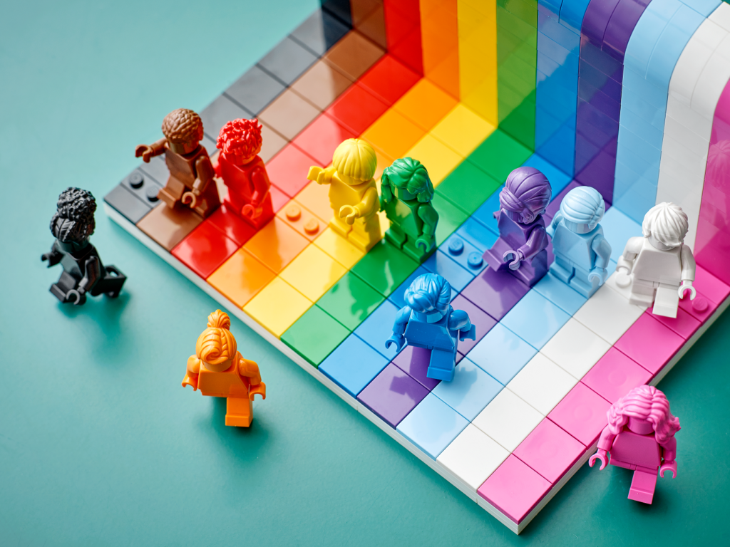 """We Are All Beautiful"""": Lego Releases LGBTQ + Toy Bundle"""