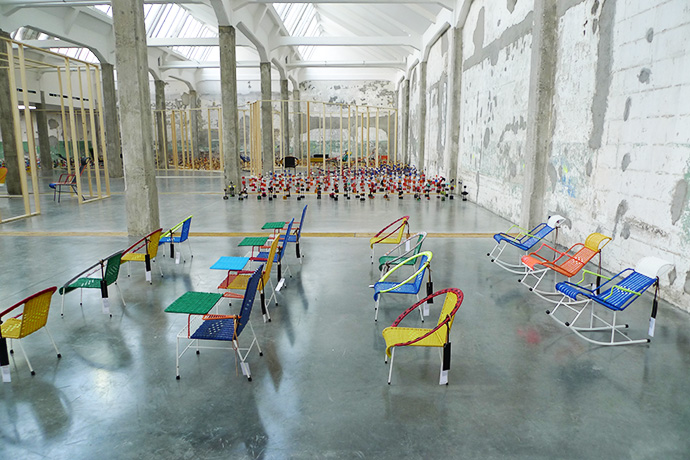 "Выставка Marni ""100 chairs"" в Милане"