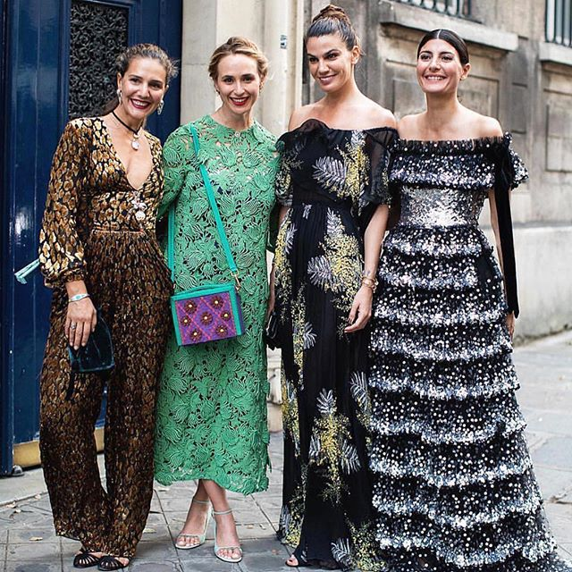 Repost @mmmargherita    Casual stroll in Paris with my Girlfriends after @maisonvalentino #pariscouture @mmmargherita @elisabethtnt @biancabrandolini