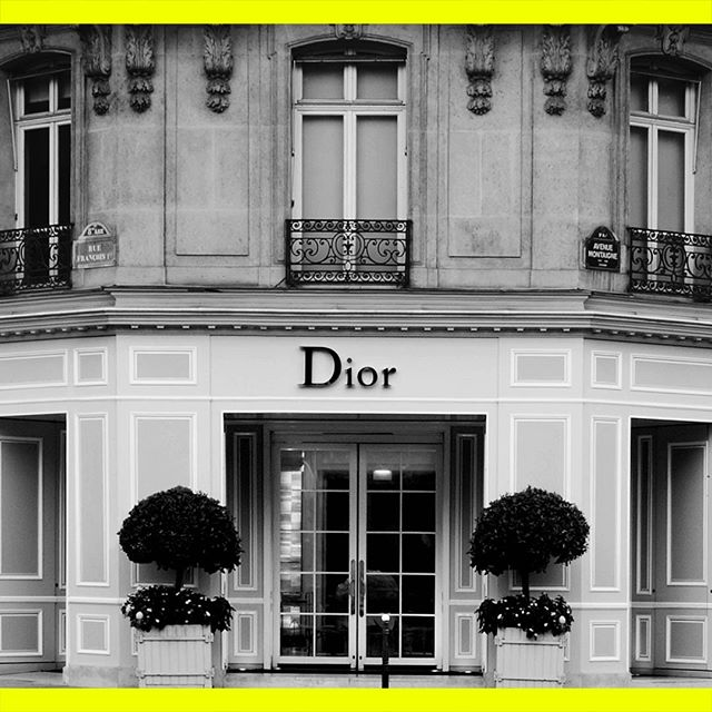 LES JOURNEES PARTICULIERES 2018   CHRISTIAN DIOR COUTURE Dive into the heart of Christian @dior Couture and discover the 30 Avenue Montaigne in Paris, hosting the creative studio, salons and haute couture workshops of the iconic Maison since 1946! Don t miss a chance to open the doors to 56 LVMH Maisons during the next Journées Particulières. Visit our dedicated website to discover all the exceptional locations that will be opened for Les Journées Particulières and subscribe to the newsletter for more information on this unique event. Link in bio. _ #JPLVMH #Dior #JPLVMHxDior #AvenueMontaigne #Paris #France #LVMH