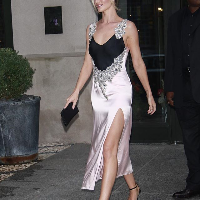 Rosie Huntington-Whiteley in Christopher Kane in New York. #wwdfashion #rosiehuntingtonwhiteley