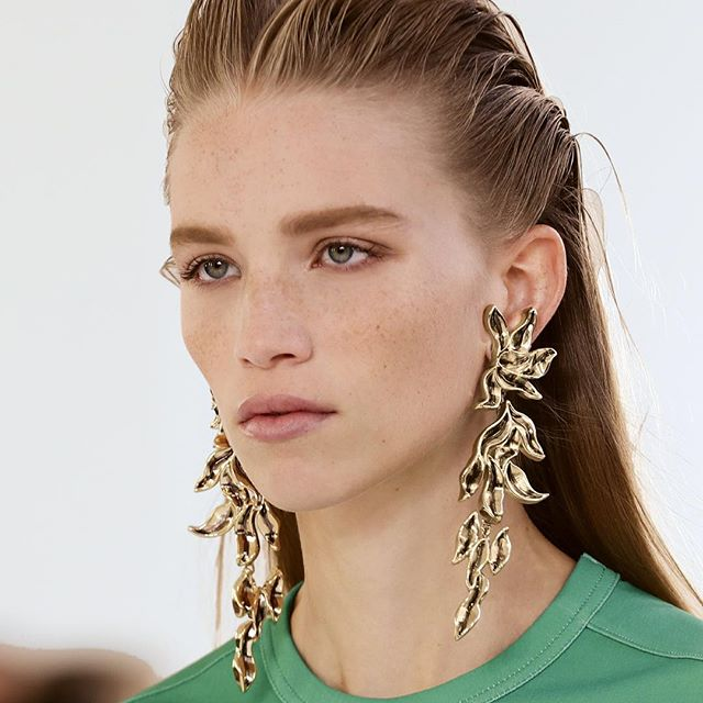 All in the #chloeSS19 details: @NRamsayLevi imbued the collection with positive symbols. Here, earrings that evoke ornamental flames graze a T-shirt that signals an inclusive symbol of the sacred feminine. The new C mini bag features artisanal leather while sandals radiate in neon dégradé hues. Rediscover the key looks on chloe.com #chloeGIRLS #chloeSS19