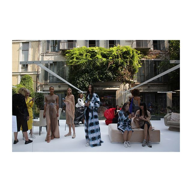 The @Vionnet_Paris Spring/Summer 2019 presentation, showcased in the verdant garden of the 16th century Palazzo Trivulzio, explores digital reflections of the self.  : @MyFrienDario #Vionnet #VionnetParis #SS19 #MFW #KarlaOtto