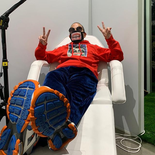 Freaky and fun in the  dentist chair  at the @marcjacobs booth @hypefest thank you @sarahandelman and huge thanks to @hey_reilly for collaborating with us! Photo @1.800.newbold