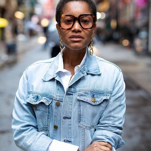 On @alltheprettybirdsofficial, Why a Denim Jacket and a White Button Down are MY Go To s.  Ph. By @modehunter