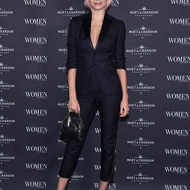 Thank You For Last Night @women_milano @womenmanagementny @women_paris I LOVE YOU GUYS SO MUCH    #family #NewEra Wearing @dsquared2