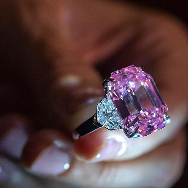 Five minutes of spirited bidding. That s all it took to sell this extraordinary 18-carat pink diamond for a record-breaking $50 million at the Christie s Geneva Magnificent Jewels auction. The buyer? Harry Winston, naturally.    #wwdnews  #harrywinston  #pinkdiamond