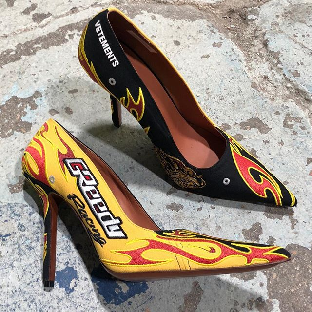 EMBROIDERED RACING PUMPS IN BERLIN @thestoresdotcom