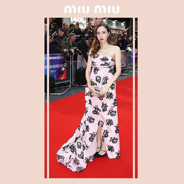 @Zoe.Kazan in a #MiuMiu pink taffeta gown with an all-over rose print and front slit, attending the première of  The Ballad of Buster Scruggs  during the 62nd BFI London Film Festival on October 12, 2018 in London.  #MiuMiuCelebrities