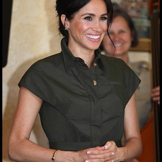 All eyes are on Meghan, Duchess of Sussex, as she and Prince Harry tour Australia. On Monday, eagle-eyed royal watchers noticed something familiar about the royal mom-to-be s look. The butterfly earrings and bracelet she wore, once belonged to Princess Diana. Tap the link in bio to see all of the Duchess  designer tour looks. #wwdfashion