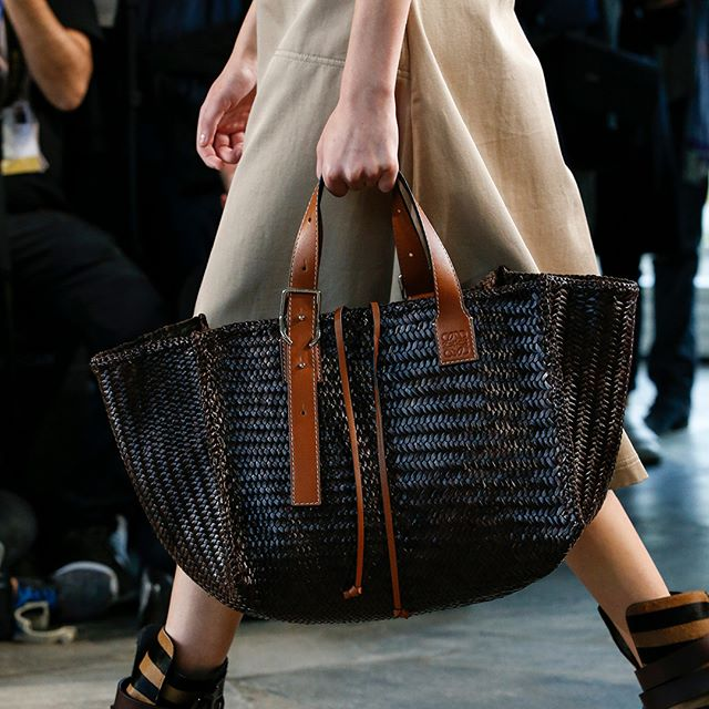 Leather is worked using time-honoured craft techniques to create a series of woven bags  relevant for today. First unveiled at the #LOEWESS19 show in Paris.  #LOEWE #LOEWEcraft