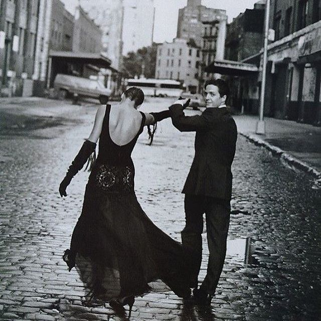 #moodoftheday by Peter Lindbergh, Linda Evangelista and Hugh Grant, Sheer Nights, NY, 1992