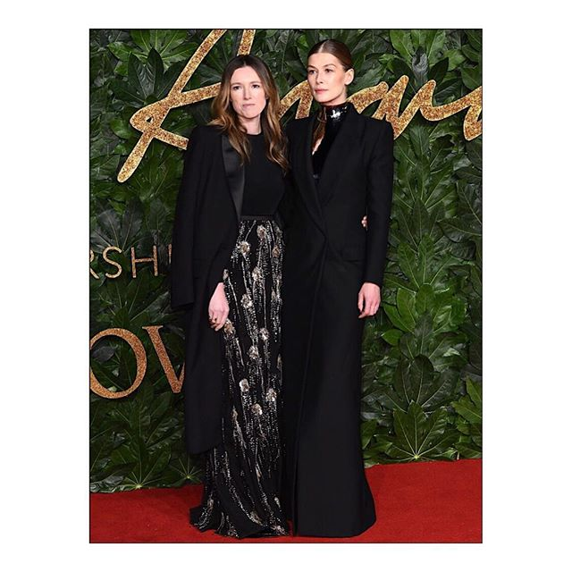 BRITISH FASHION AWARDS: Double nominee Clare Waight Keller and actress #RosamundPike wore #GivenchyCoutureFW18 outfits, designed by @ClareWaightKeller, to the BFC #FashionAwards 2018. #GivenchyFamily