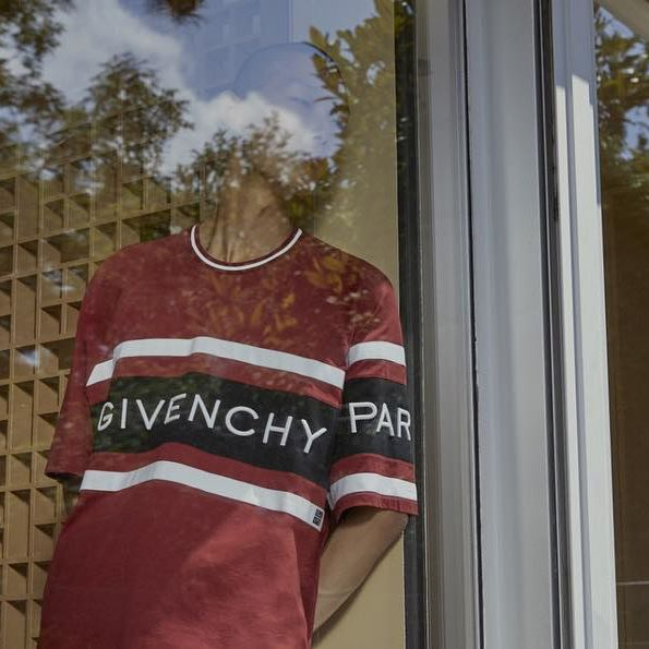 GIVENCHY 4G: The dark red Givenchy 4G contrasting T-shirt from the #GivenchySpring19 collection designed by @ClareWaightKeller. Now available in-store and online in selected countries. #GivenchyFamily