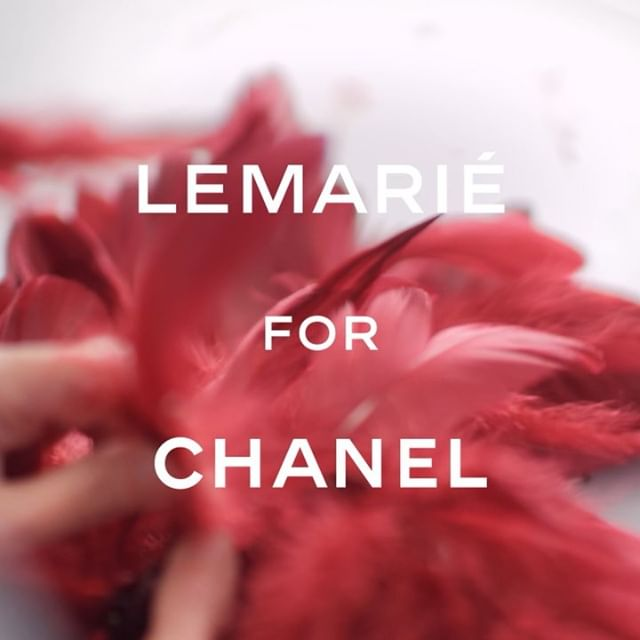 Ten artisans from the Parisian  plumassier  #MaisonLemarie worked in tandem, hand-applying rows of feathers to creations for the Paris-New York #CHANELMetiersdArt show. #CHANELinNYC #CHANEL @vittoceretti @anokyai @tamiwilliamsofficial @sarahdahll @romyschonberger @naomichinwing