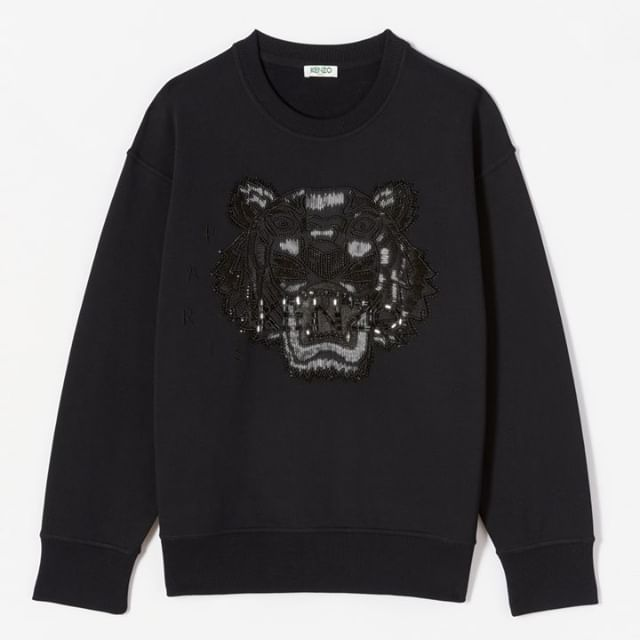 Check the exclusive KENZO sweatshirt featuring our iconic tiger logo in black on black with sequin detailing. So beautiful you have no choice but to share it.   by @tilljanz  #KENZOHolidays #KENZOGifts