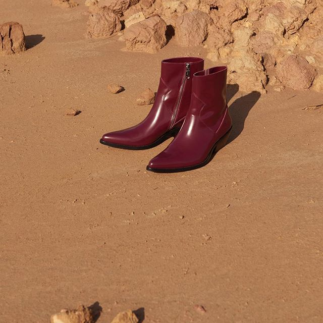 Our #western-inspired ankle boot in glossy burgundy leather   a high-impact finishing touch for any look. Link in profile to shop [EU]. #MYCALVINS
