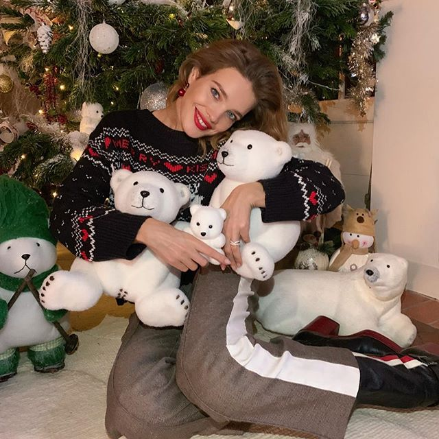 Merry Christmas from mama bear and her 5 baby snow bears to you and your families       - it was easier to gather these ones than the real thing