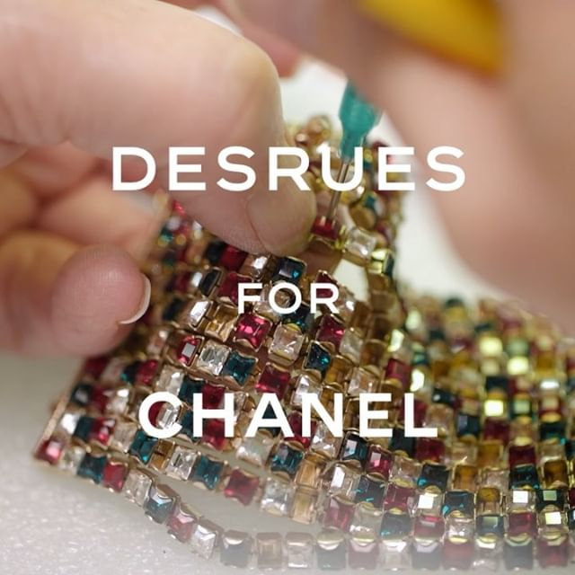 The House of #Desrues found rich inspiration in Gabrielle Chanel s taste for precious objects and costume jewellery to forge the #CHANELMetiersDart collars and earrings. #CHANELinNYC #CHANEL
