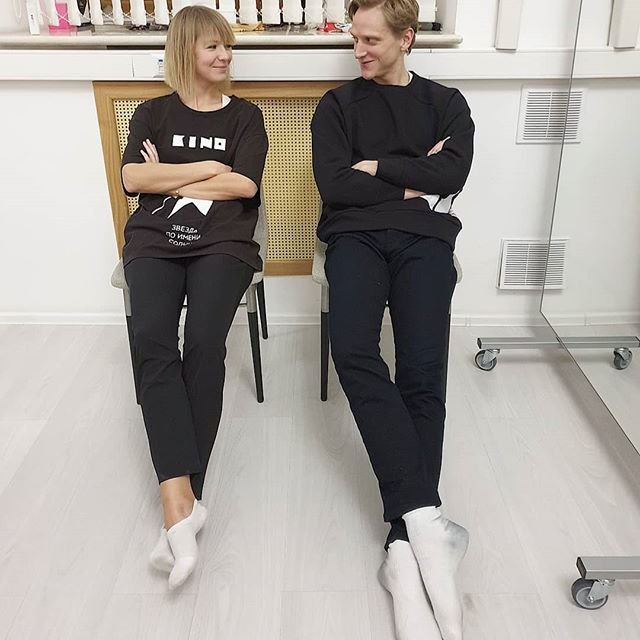 Two blonds in their off white socks @officialdavidhallberg resting in @vikagazinskaya_official_moscow  studio