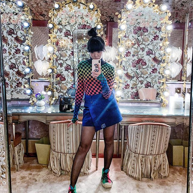 Always looking awkwardly mismatched with this  grammable bathroom @annabelsmayfair