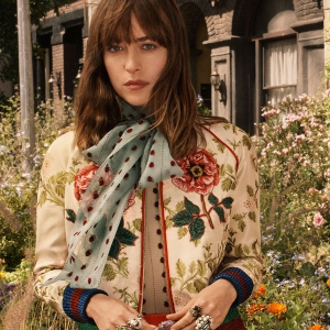 Дакота Джонсон, Хари Неф и Петра Коллинз в кампейне аромата Gucci Bloom