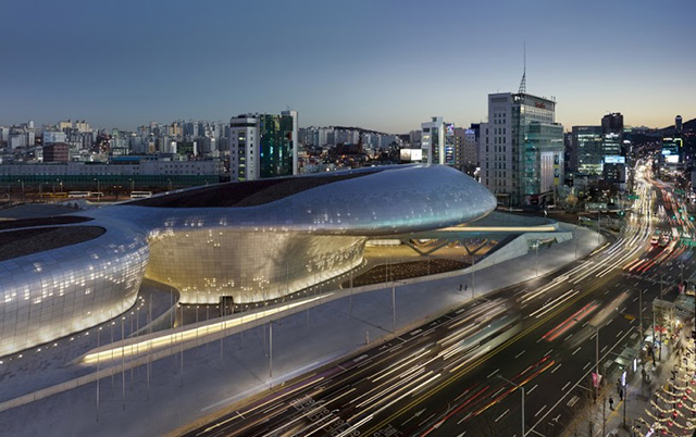 Dongdaemun Design Plaza. Zaha Hadid Architects